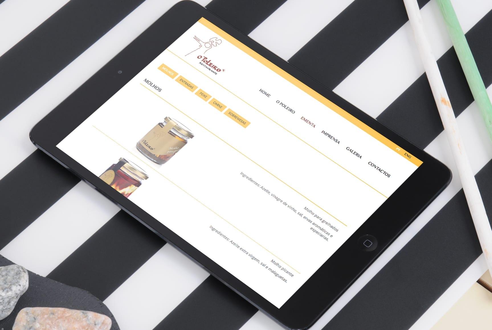 Tablet com layout do site do restaurante O Poleiro