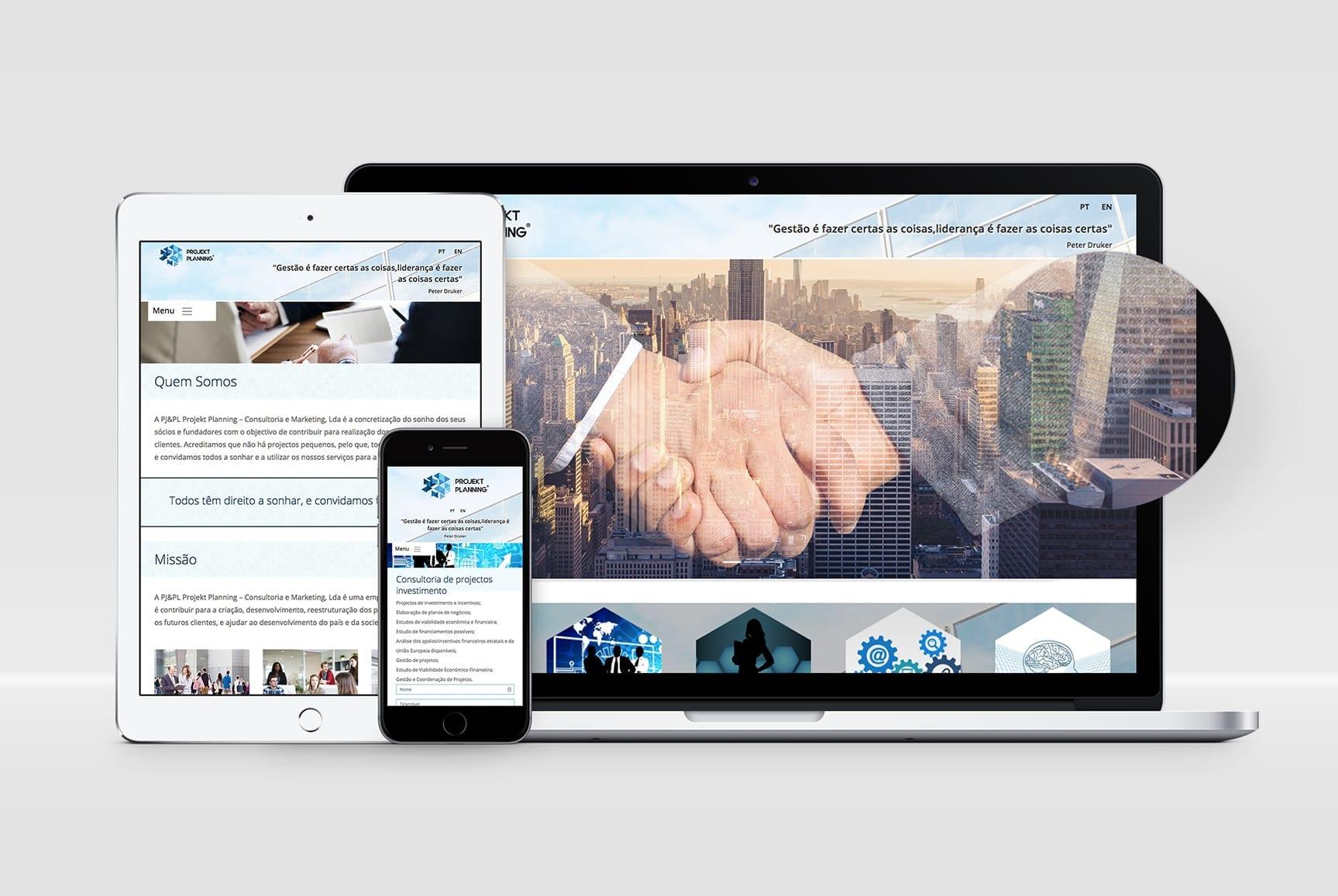 Desktop e dispositivos móveis com templates responsivos para a empresa Projekt Planning