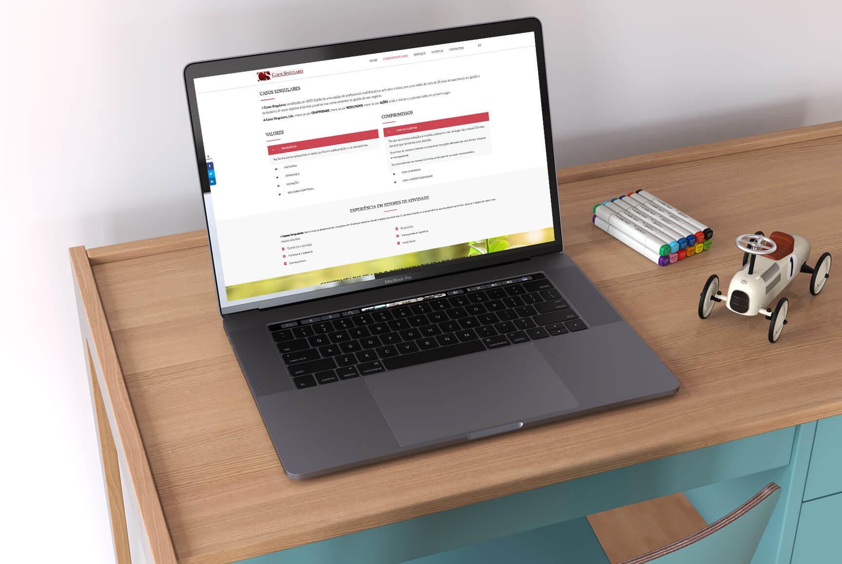 Maquete responsiva para portátil do site para a empresa Casos Singulares
