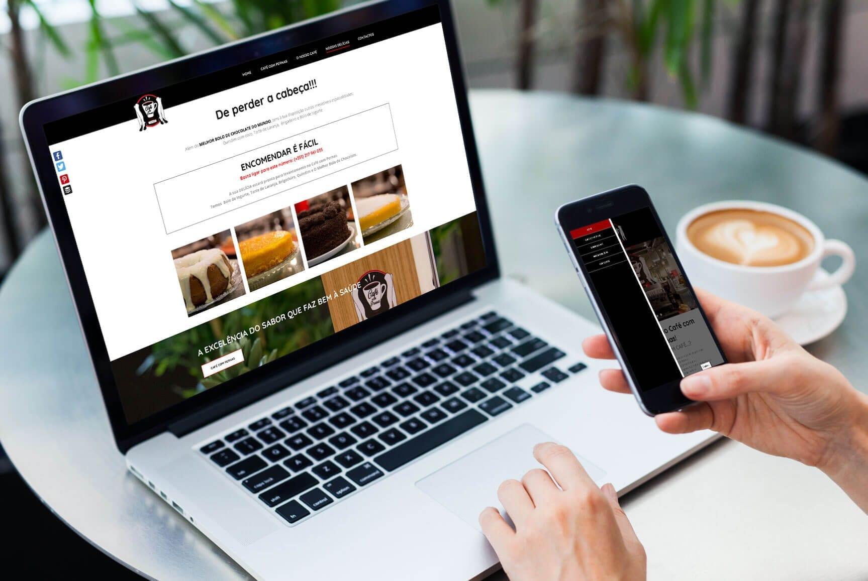 Mockup responsivo do site Café com Pernas
